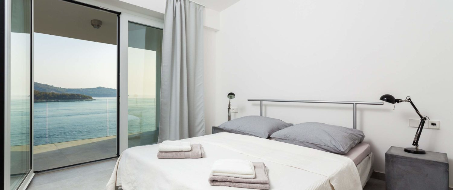 Sleeping and relaxing in style with a perfect view - even from your bed